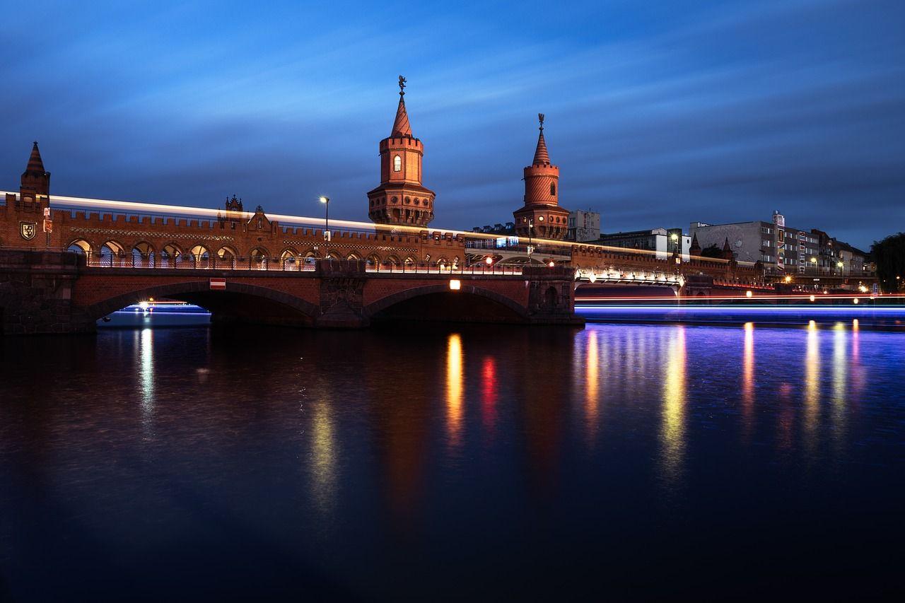 berlin-1705429_1280-compressor