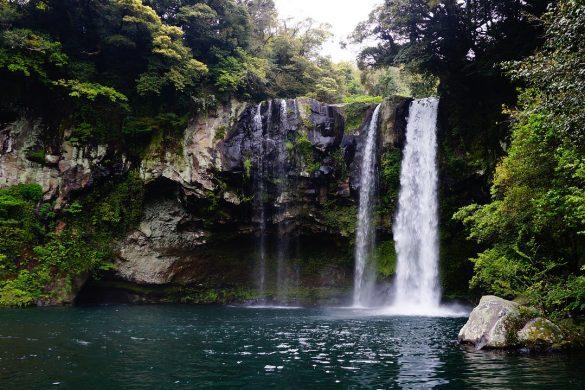 jeju-island-cheonjiyeon-waterfall-1594590_1280